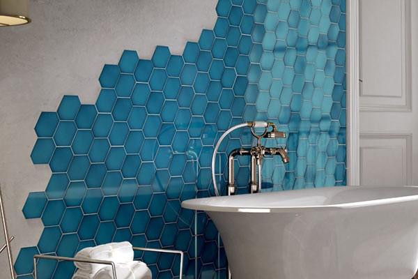 Интерьер ванной комнаты с плиткой Scale Benzene, Equipe
